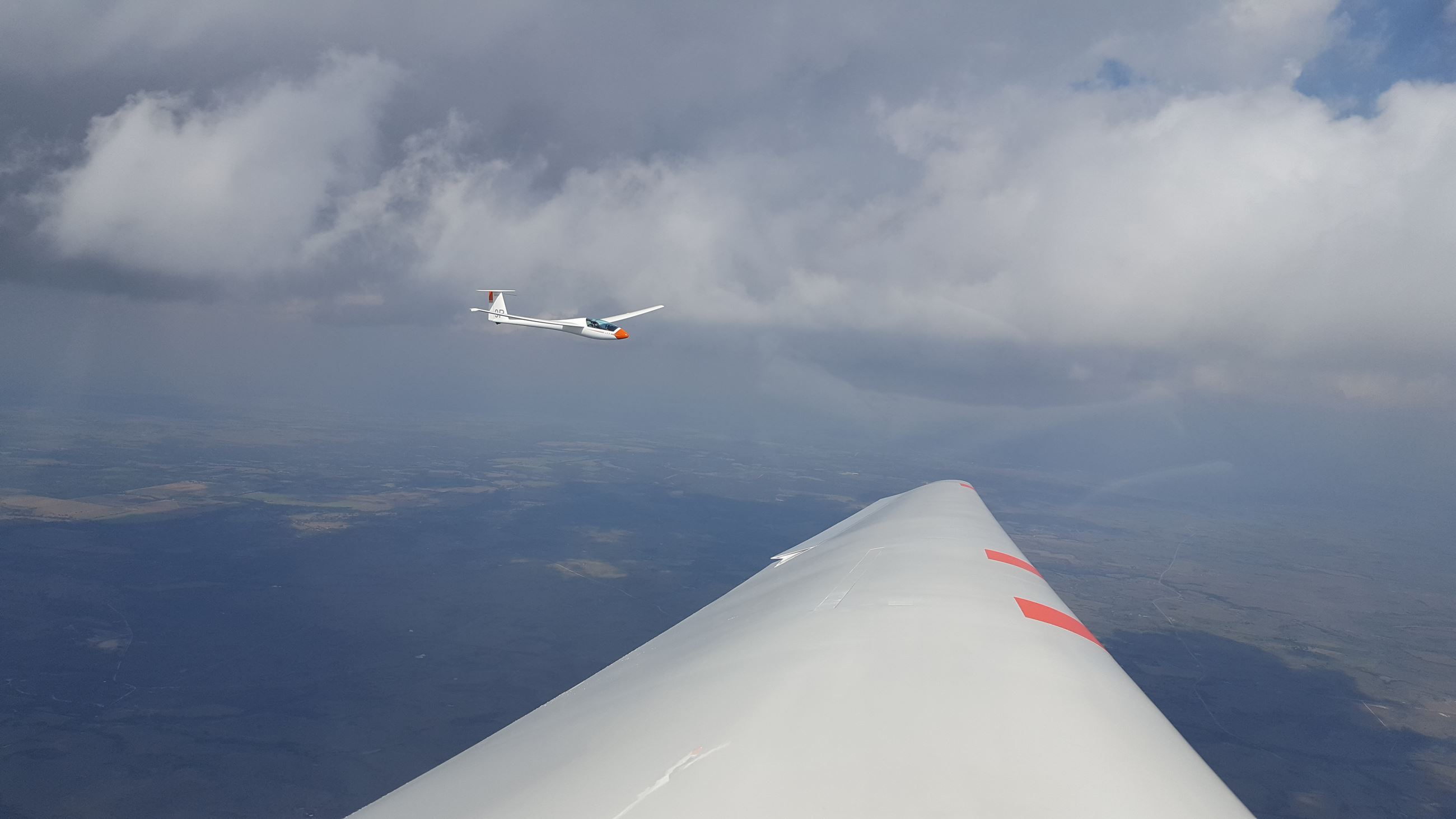 Picture of glider in the air from another glider